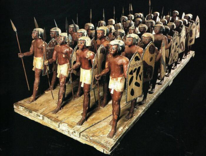 древнеегипетские воины с доспехами